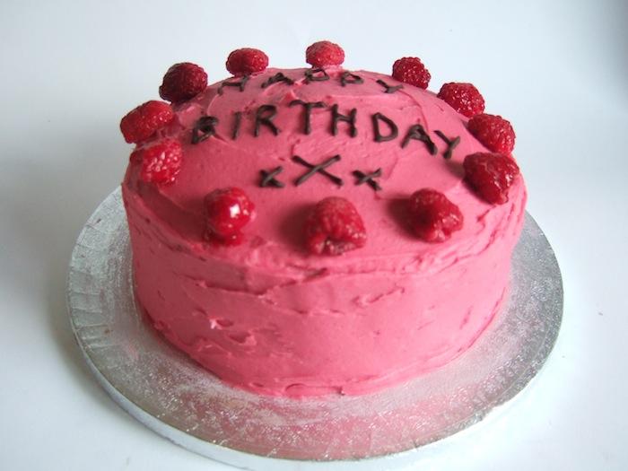 A very pink raspberry birthday cake | hungryhinny