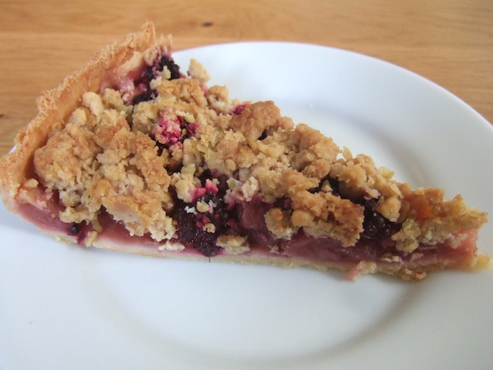 Apple and blackberry crumble pie | hungryhinny